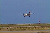 DHC−Q400の着陸の様子