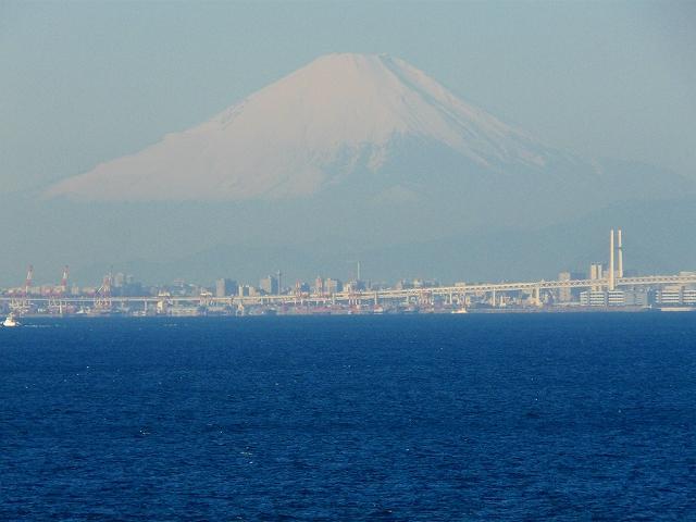 海ほたるから望む富士山
