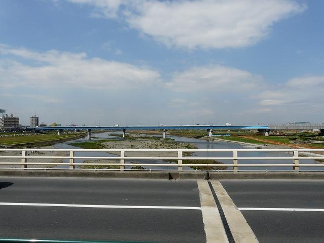 二子橋の中央付近から上流を望む。