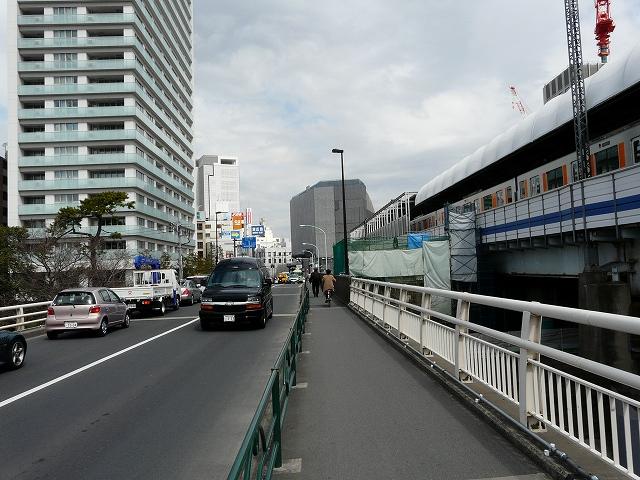 二子橋中央付近から二子玉川の中心街を望む。