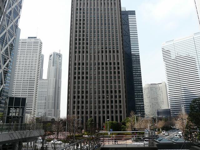 駅前から見た超高層ビル群
