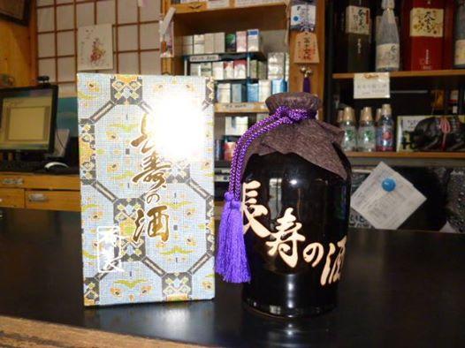 島の特産品「黒糖焼酎」長寿の酒