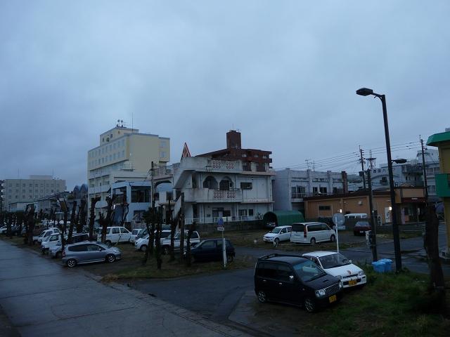 梅雨入りの亀津・海岸通り
