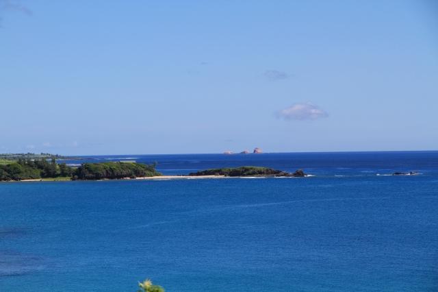 フンニャト海岸と沖のトンバラ