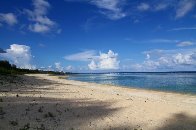 喜念浜から亀津方面を望む