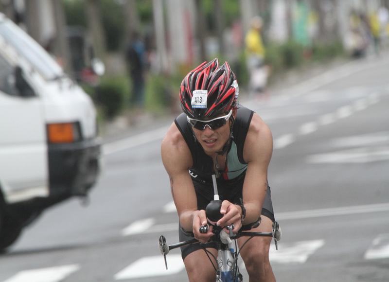 2014トライアスロンIN徳之島(写真)4位通過選手のアップ写真