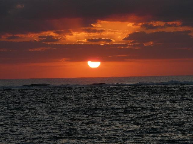 亀津海岸の綺麗な朝焼け